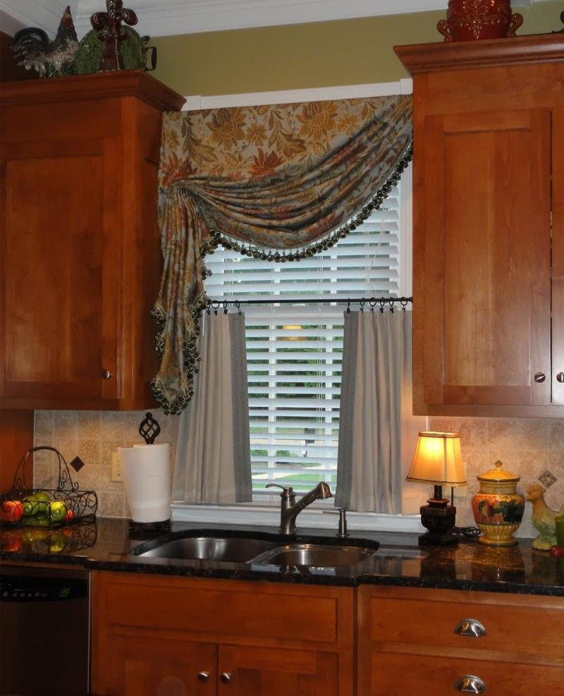 Curtains for kitchen in classic style 3