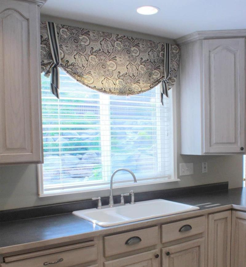 Curtains for the kitchen in a classic style 6