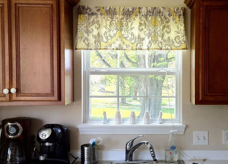 Curtains for the kitchen in a classic style 7