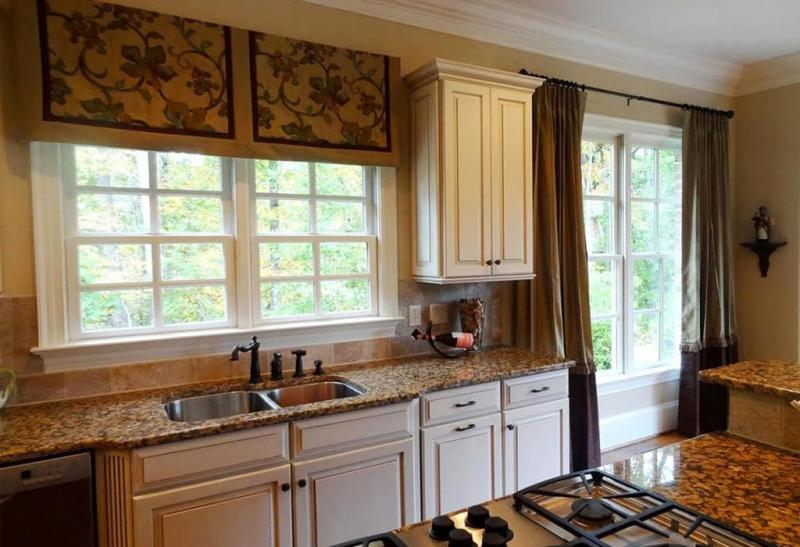 Curtains for the kitchen in a classic style 9