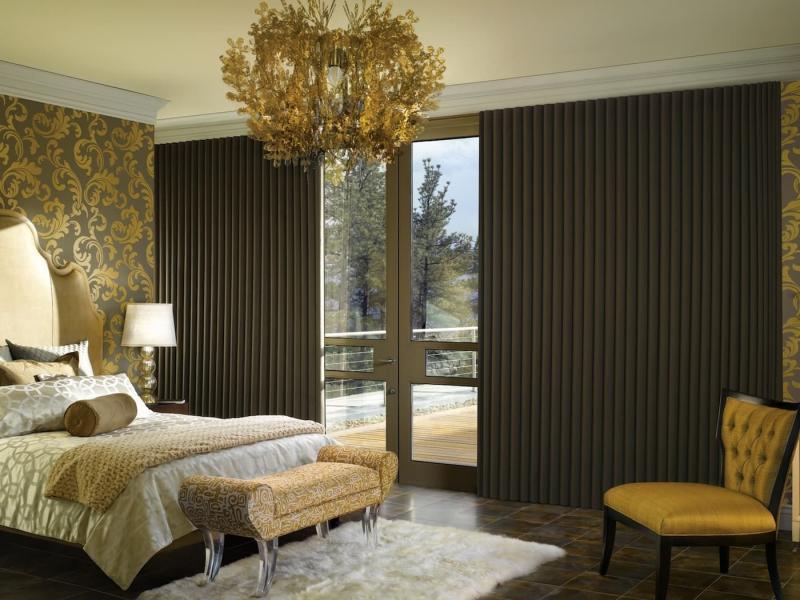 Коричневые шторы для спальни 1