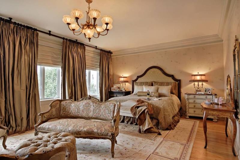 Коричневые шторы для спальни 2