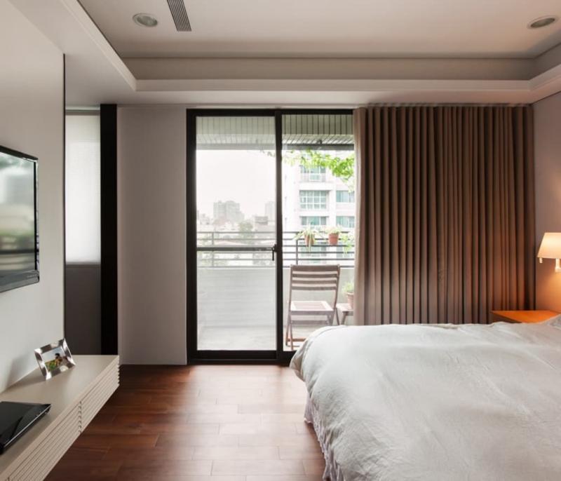 Шторы для спальни с балконом 2
