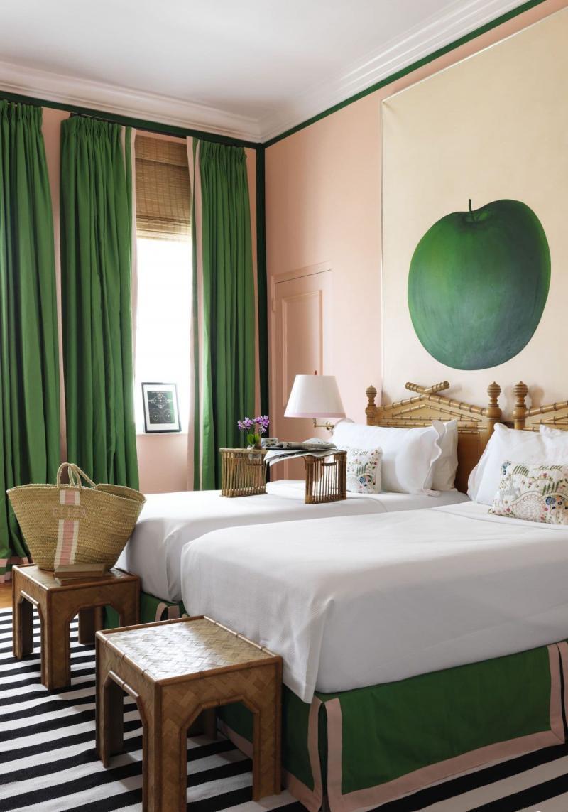 Зеленые шторы для спальни 8