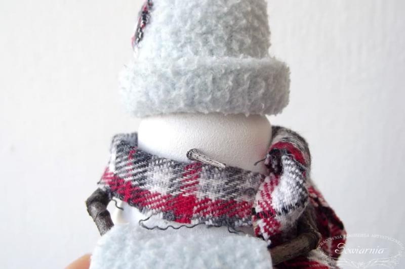 Снеговик из старой лампочки 23