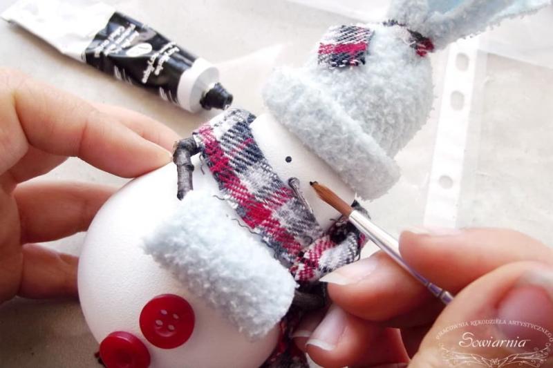 Снеговик из старой лампочки 24