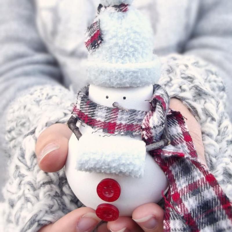 Снеговик из старой лампочки 25