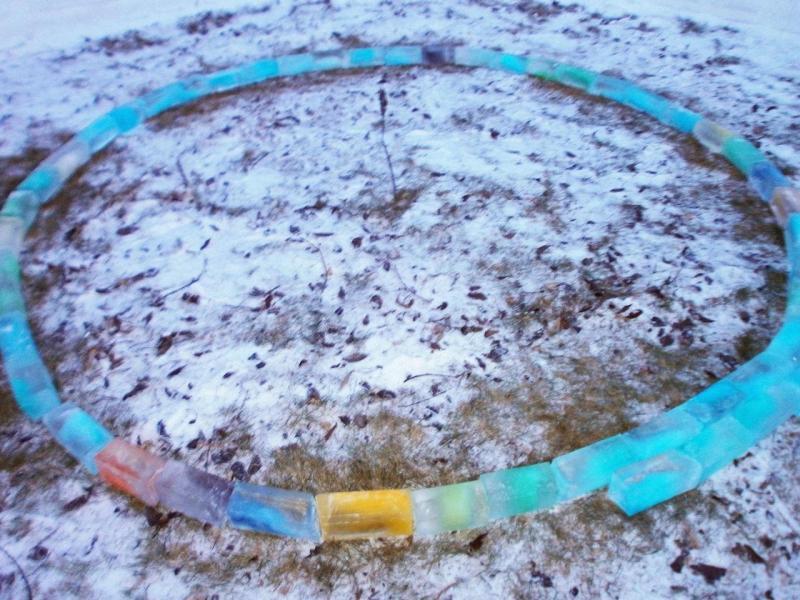 Первый ряд из ледяных кирпичей