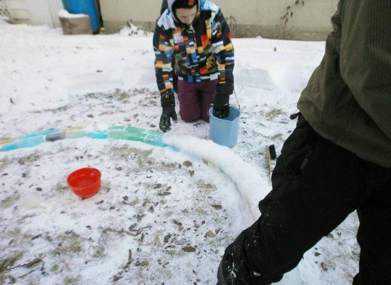 Снег вместо цемента для строительства иглу