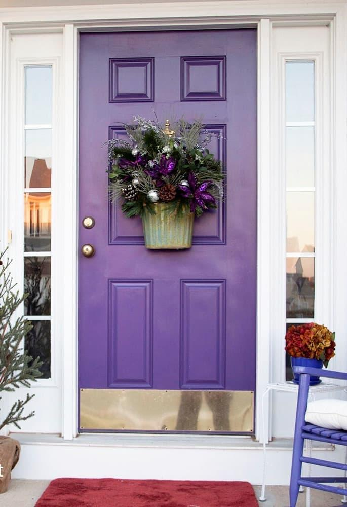 Двери фиолетового цвета 1