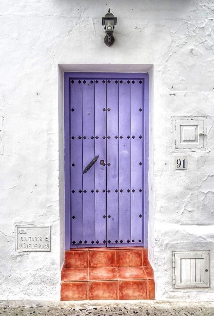 Двери фиолетового цвета 2