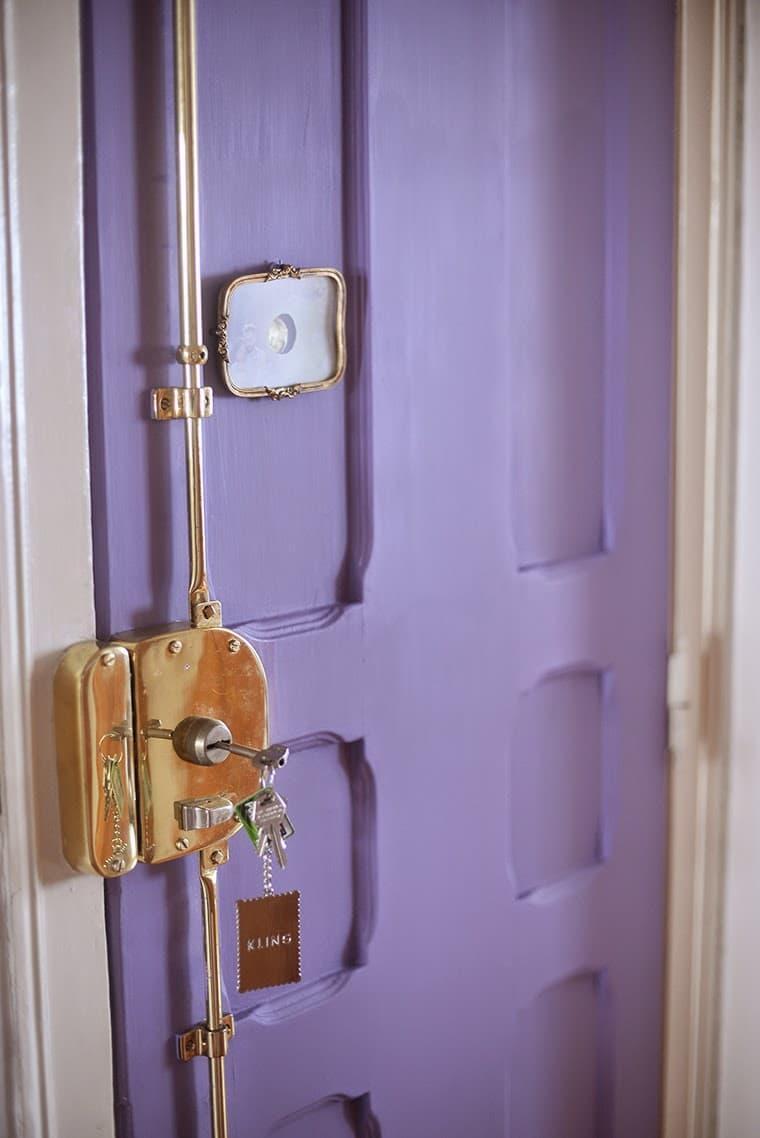 Двери фиолетового цвета 3