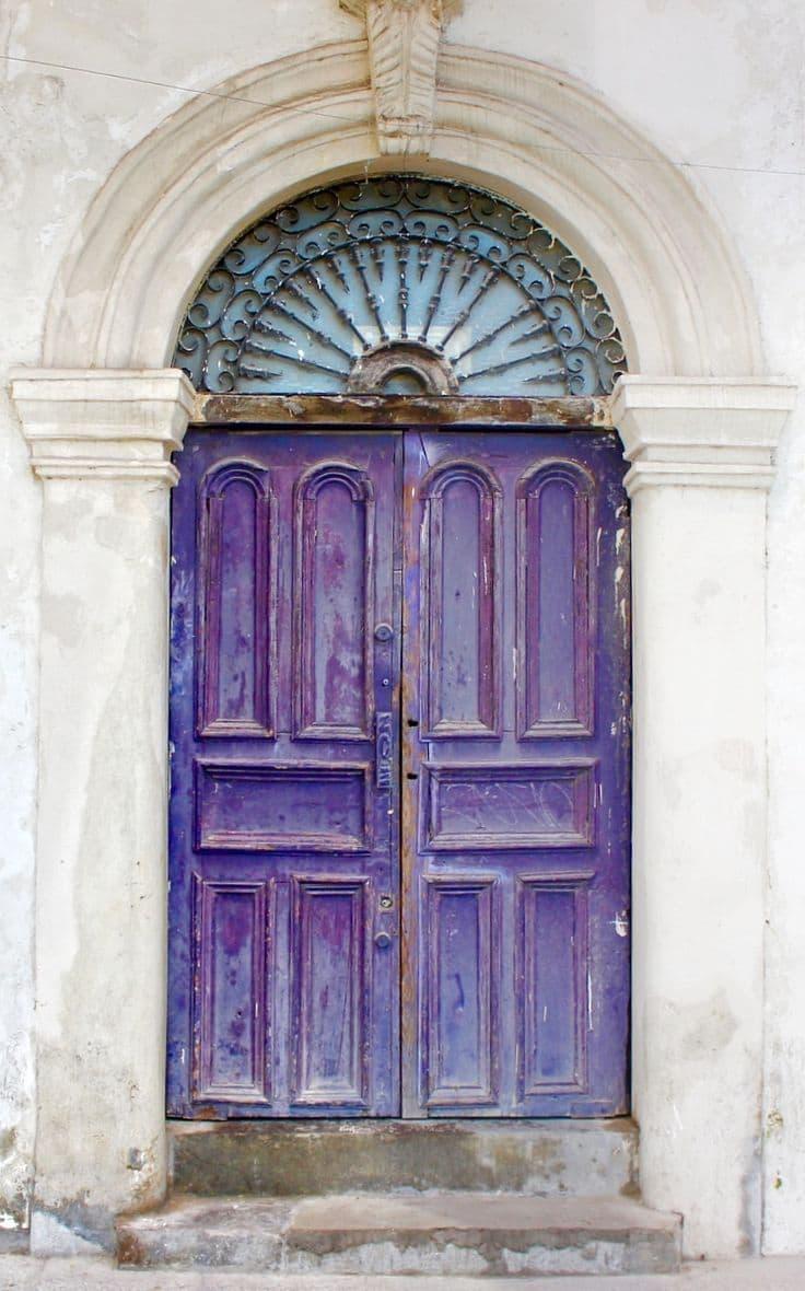 Двери фиолетового цвета 5