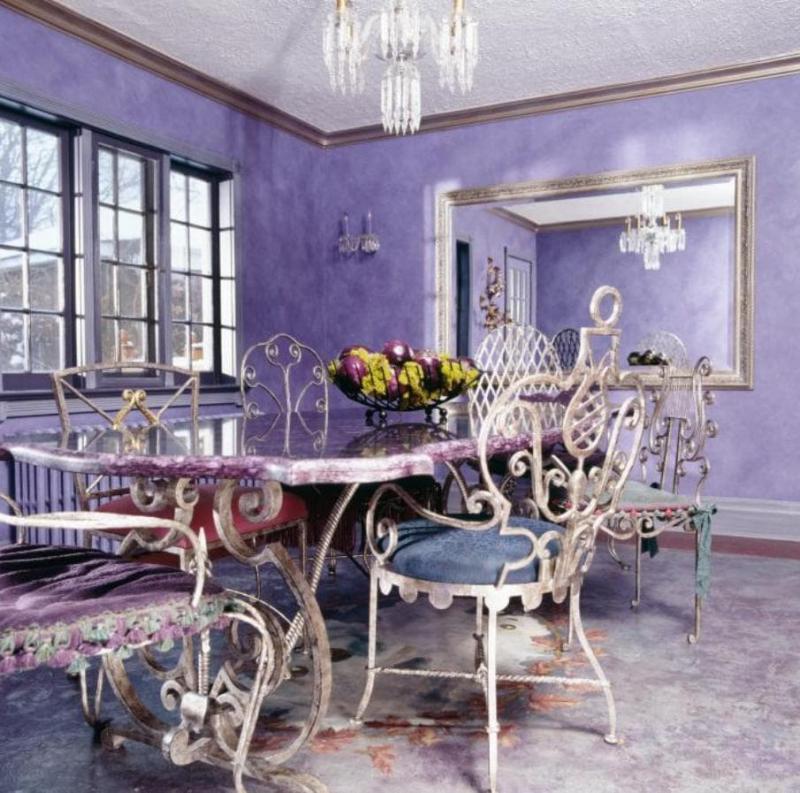 Эклектичная фиолетовая столовая