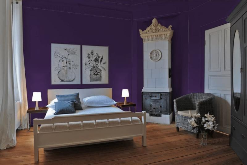 Яркий фиолетовый интерьер спальни 2