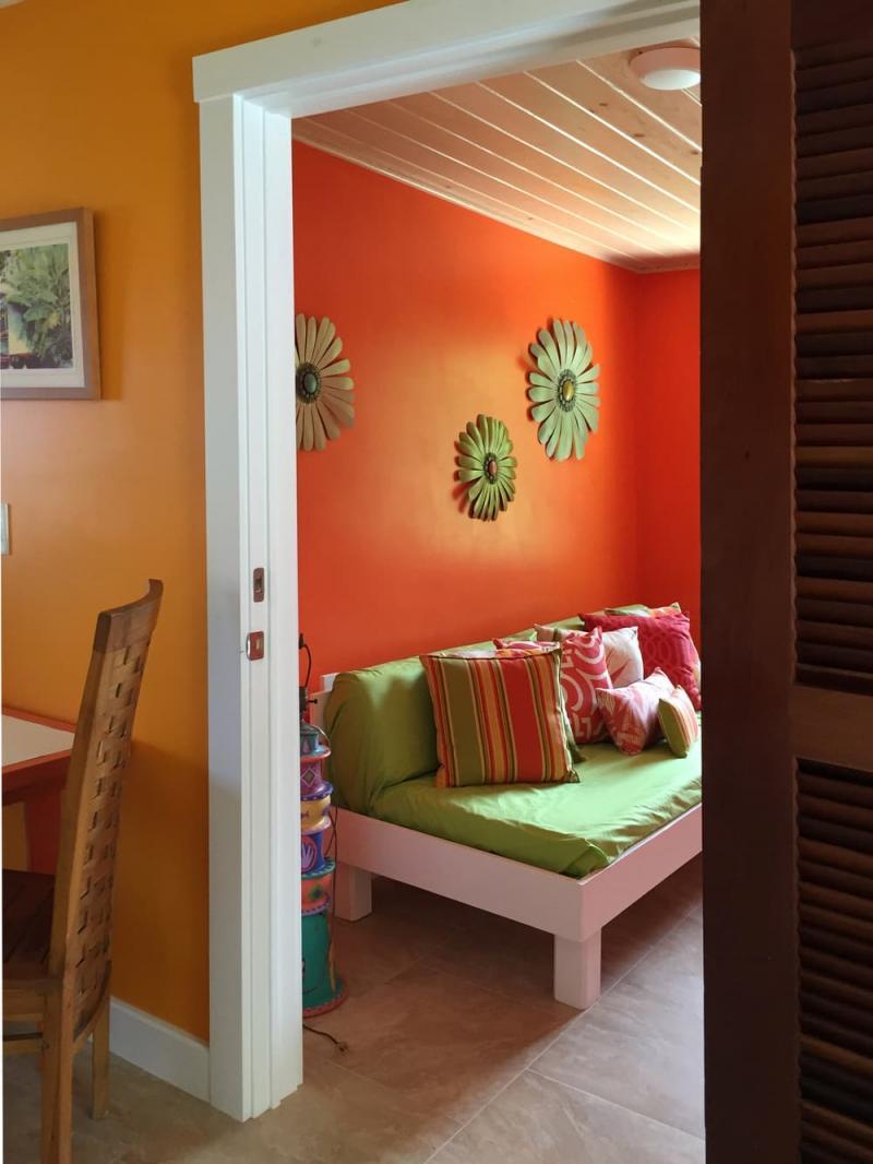 Оттенок Оранжевая папайа в интерьере 2