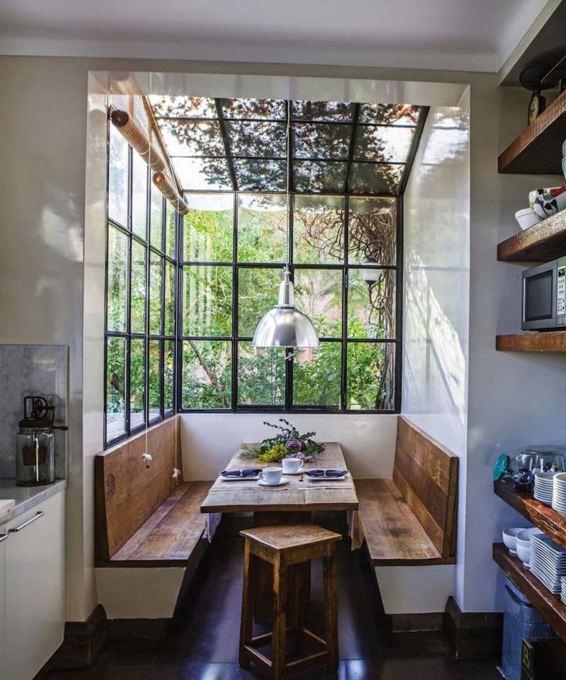 Деревянная скамейка на кухне 1