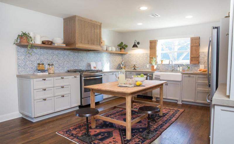 Кухня без верхней линии шкафов 3