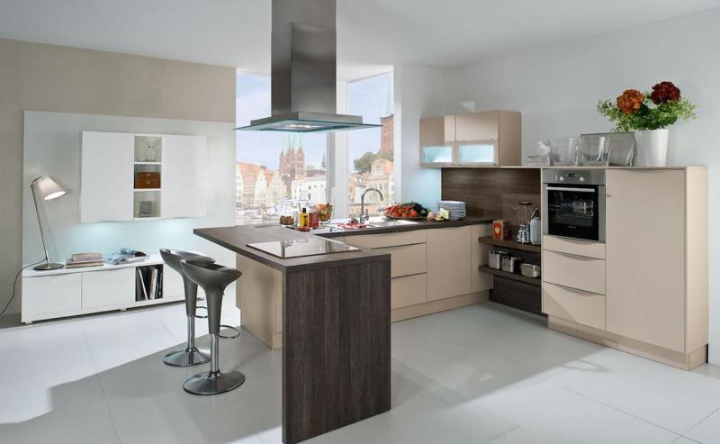 Кухня без верхней линии шкафов 4