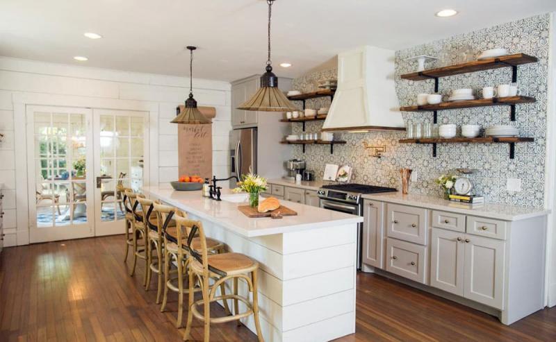 Кухня без верхней линии шкафов 7