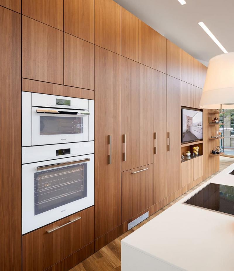 Кухня с древесными фасадами 3