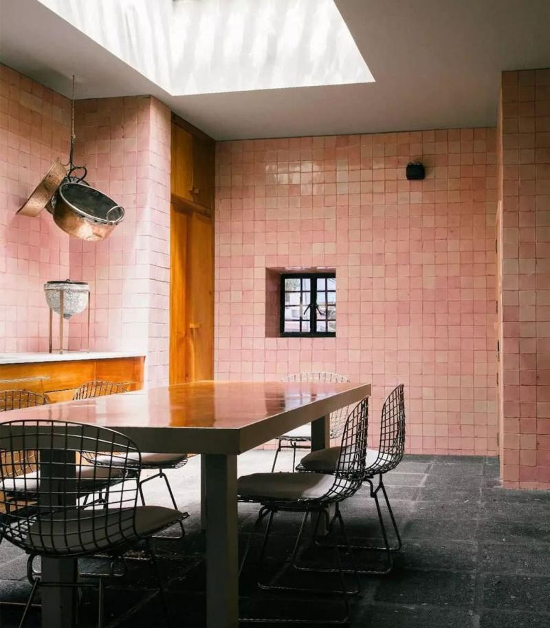 Квадратная плитка в интерьере кухни