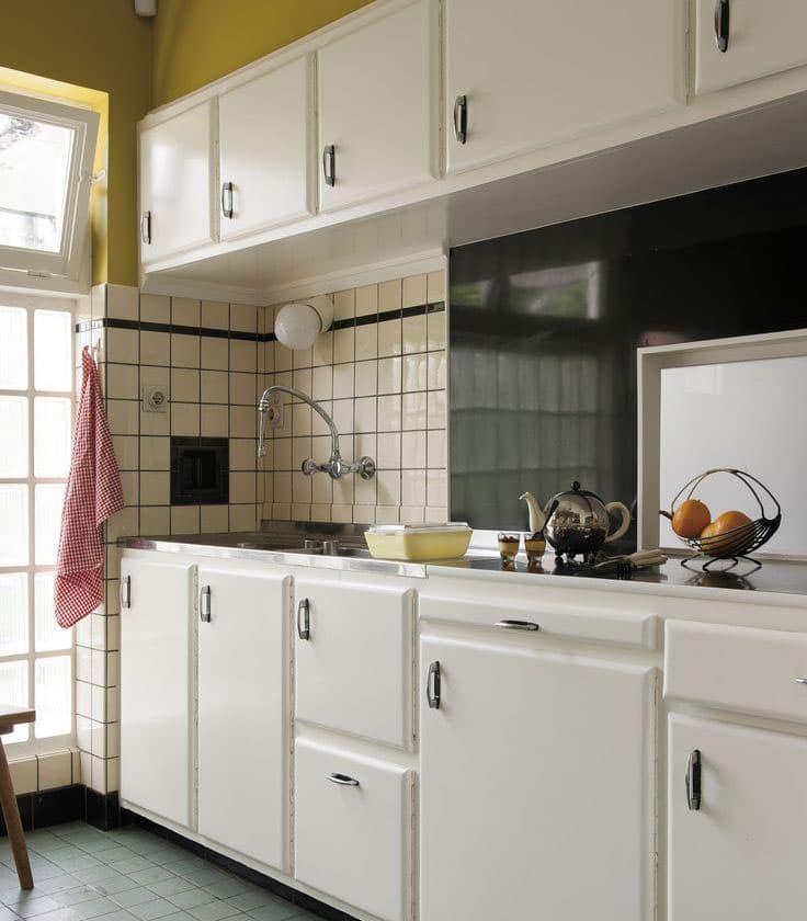 Квадратная плитка в интерьере кухни 1
