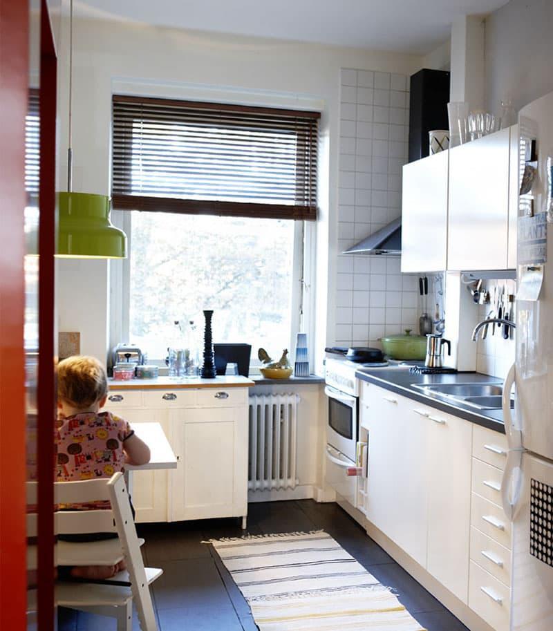 Квадратная плитка в интерьере кухни 3