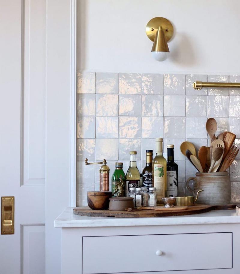 Квадратная плитка в интерьере кухни 4