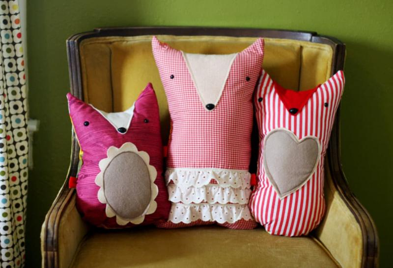Диванные подушки в интерьере гостиной 1