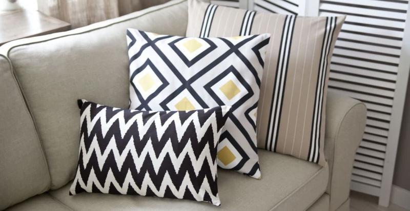 Диванные подушки в интерьере гостиной 3