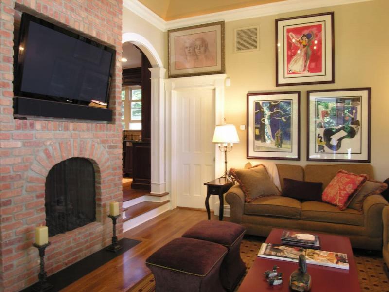 Картины на стене гостиной 1