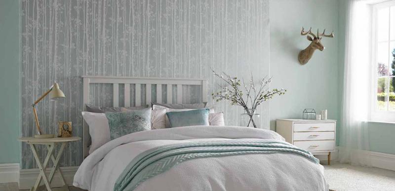 Обои для спальни со светлой мебелью 1