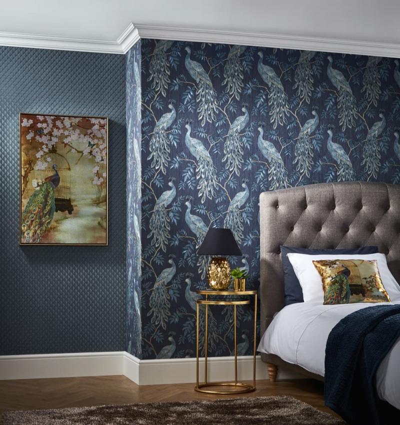 Синие обои в интерьере спальни 2