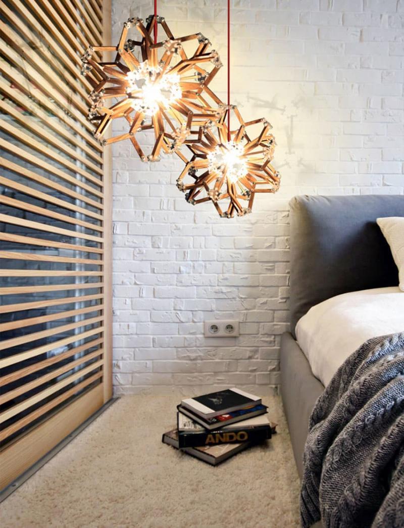 Аксессуары из металла в интерьере спальни 3
