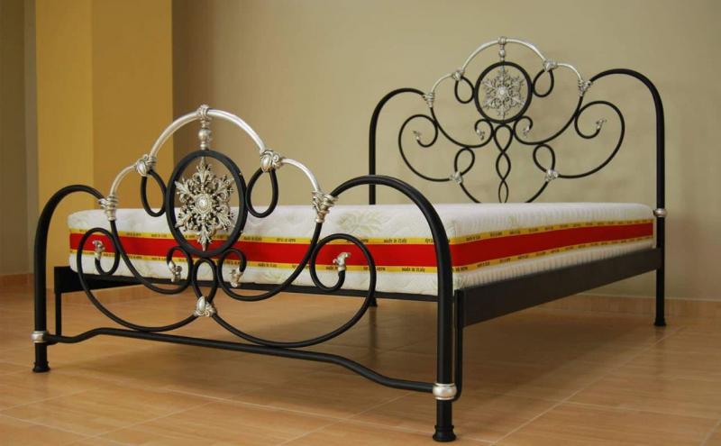 Кованная кровать в интерьере 7