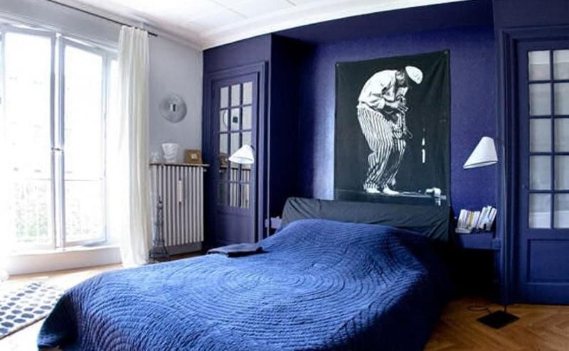 Монохромный интерьере спальни 9