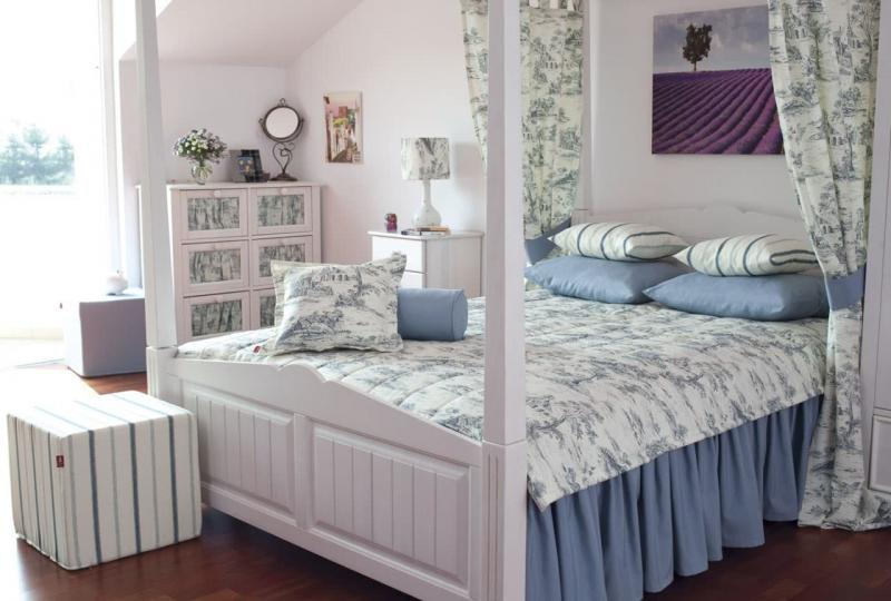 Кровать для спальни в стиле прованс 2