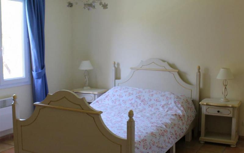 Маленькая спальня в стиле прованс 5
