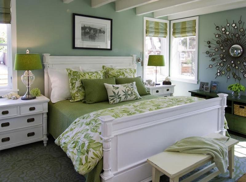 Принты в прованской спальне 8