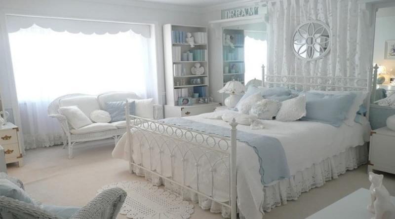Светлая палитра оттенков прованской спальни 2