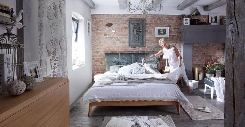 Темные оттенки в спальне прованс 5