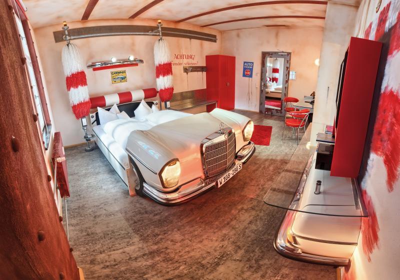 Кровать для автолюбителя 1