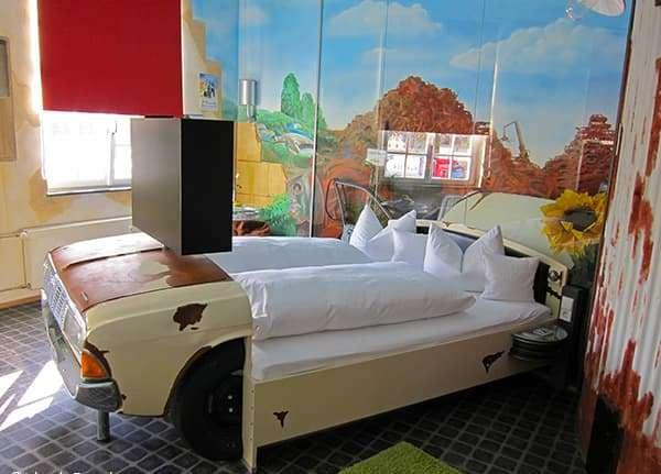 Кровать из старого автомобиля 5