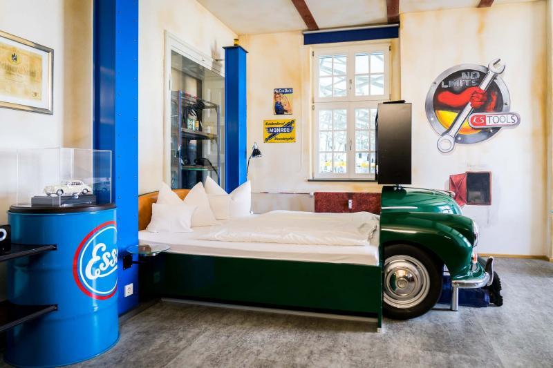 Кровать из старого автомобиля 7