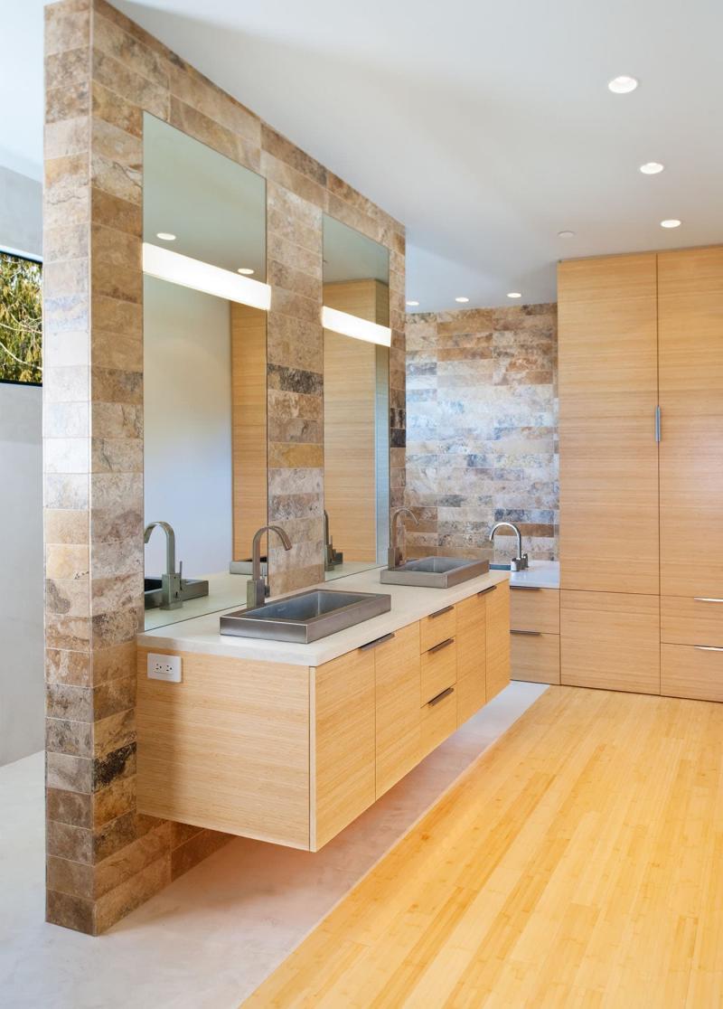 Гладкое дерево в интерьере ванной комнаты 3
