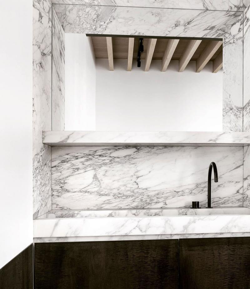 Мрамор в интерьере ванной комнаты 1