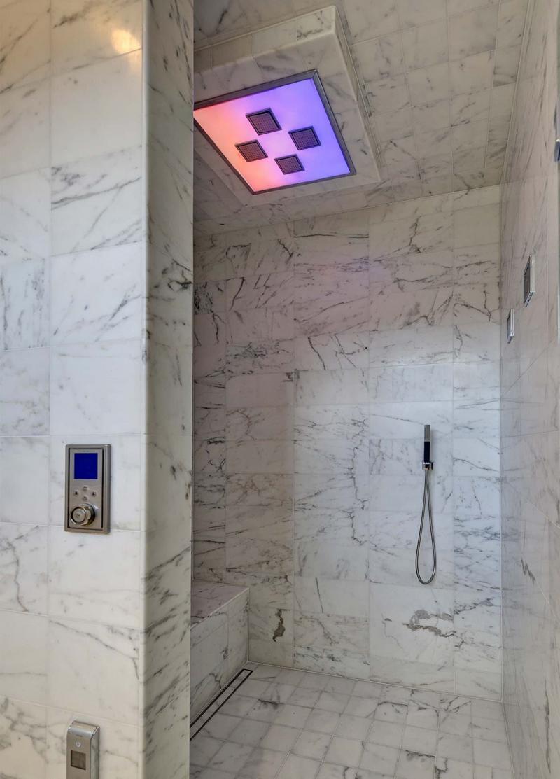 Мрамор в интерьере ванной комнаты 6