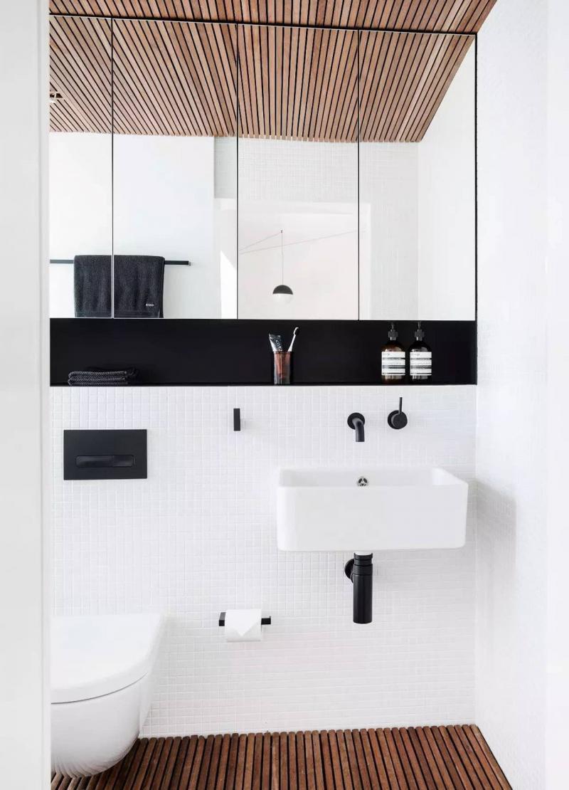 Открытые полки в ванной комнате 2