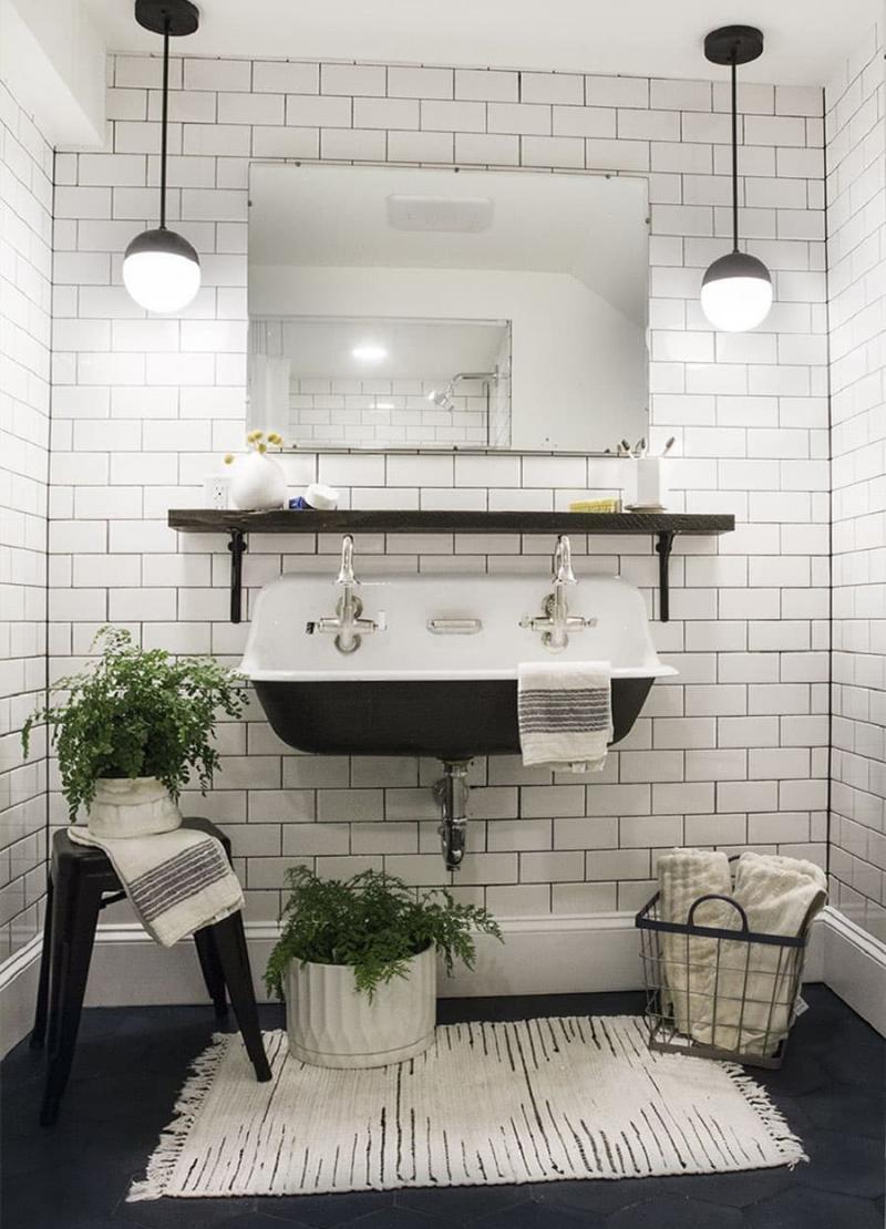 Открытые полки в ванной комнате 5